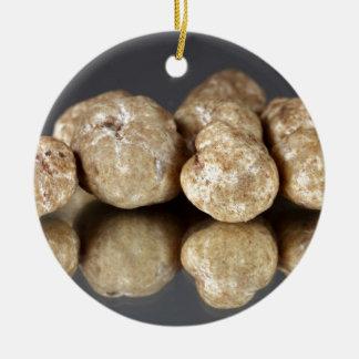 Oligospermum del tubérculo de las trufas blancas adorno navideño redondo de cerámica