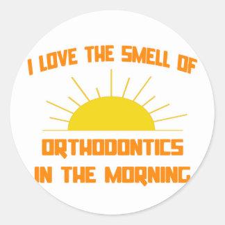 Olor de la ortodoncia por la mañana etiqueta