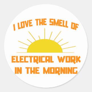 Olor del trabajo eléctrico por la mañana pegatina redonda