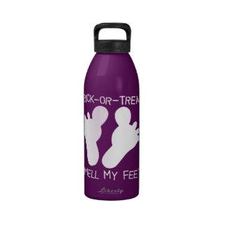Olor del truco o de la invitación mis pies botella de beber