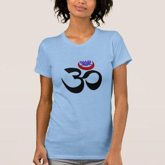 OM artístico - Camisetas de la yoga de las mujeres