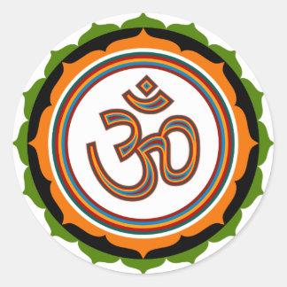 OM espiritual en Lotus firma a los pegatinas Pegatina Redonda