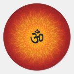 OM espiritual en mandala Etiquetas Redondas