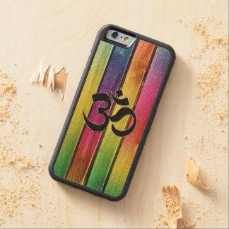 OM firma en la madera multicolora Funda De iPhone 6 Bumper Arce