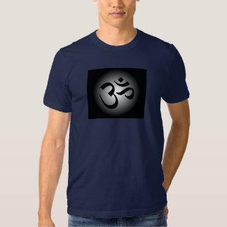 OM hindú - símbolo de la meditación Remeras