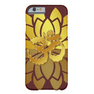 OM Omkara y flor de Lotus coloreada oro Funda De iPhone 6 Barely There