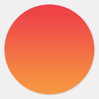 Ombre rojo y anaranjado pegatina redonda