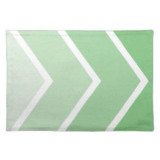 Ombré verde Chevron raya el modelo Mantel Individual