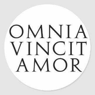 Omnia Vincit Amor Pegatina Redonda