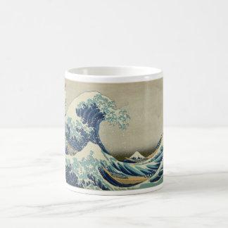 Onda de Kanagawa de Katsushika Hokusai Taza Básica Blanca
