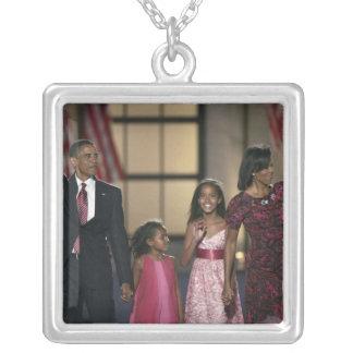 Onda de la familia de Barak Obama en el ayer por Colgante Cuadrado