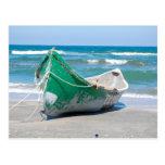 Onda de la orilla de la playa del océano del barco tarjetas postales