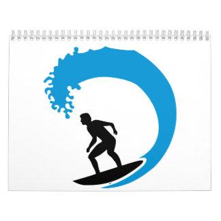 Onda de la persona que practica surf calendarios