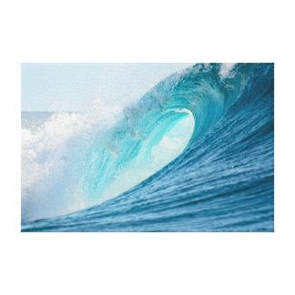 Onda del barril que practica surf que rompe la impresión en lienzo
