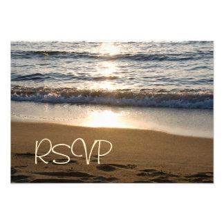 Onda en la invitación de boda de RSVP de la puesta