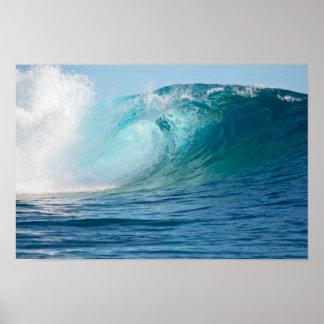 Onda grande del Océano Pacífico que rompe el Póster