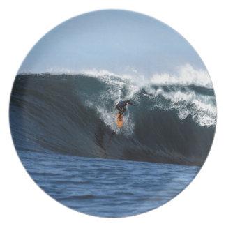 Onda grande extrema que practica surf Nueva Zeland Platos De Comidas