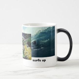 Onda grande, pescado, resacas para arriba taza de café