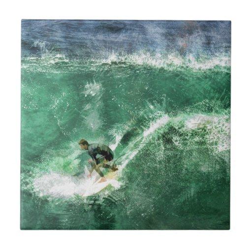 Onda grande que practica surf azulejo cuadrado pequeño