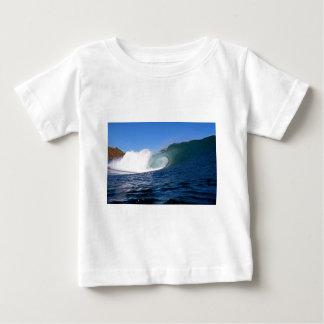 Onda que practica surf Chile del océano azul Playeras