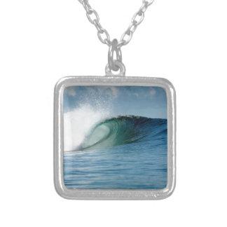 Onda que practica surf del paraíso tropical grimpola personalizada