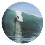 Onda que practica surf extrema verde grande que pr plato