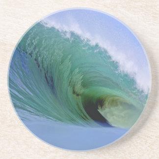 Onda que practica surf potente posavasos para bebidas
