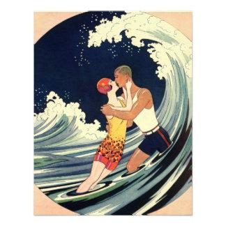 Onda romántica de la playa del beso del amor del a invitacion personalizada