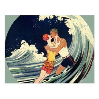 Onda romántica de la playa del beso del amor del a tarjeta postal