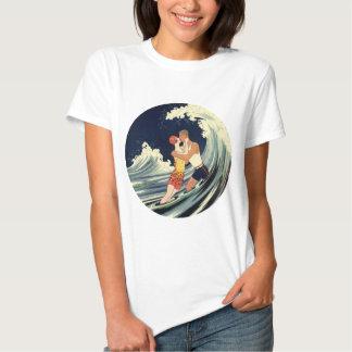Onda romántica de la playa del beso del amor del playera