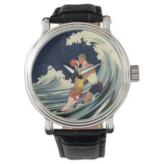 Onda romántica de la playa del beso del amor del relojes