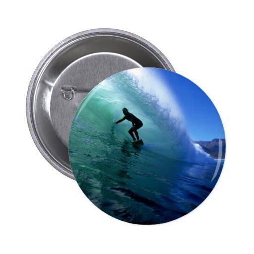 Onda verde que practica surf pins