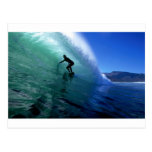 Onda verde que practica surf tarjetas postales