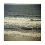 Ondas apacibles de la playa en la Costa del Golfo  Tejas Ceramicas