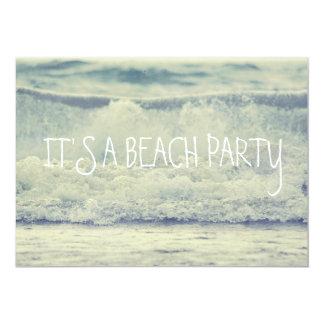 """Ondas azules hermosas de la playa del balanceo invitación 5"""" x 7"""""""