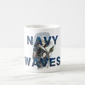 Ondas de la marina de guerra de la CAMISETA Taza Básica Blanca