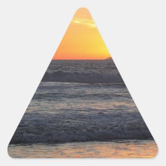Ondas de la puesta del sol pegatinas de triangulo personalizadas
