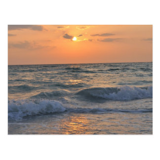 Ondas de la puesta del sol postal