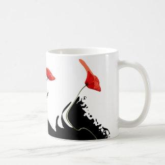Ondas de las amapolas taza de café