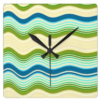 Ondas del azul y del verde reloj cuadrado