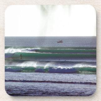 Ondas del paraíso de Bali que practican surf Posavasos De Bebidas