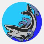 Ondas del tiburón pegatina redonda