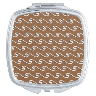 Ondas elegantes, blancas en marrón del cacao espejo de maquillaje