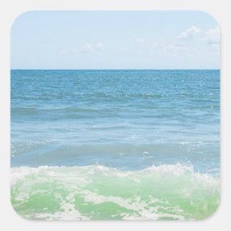 Ondas pacíficas azules del mar verde pegatina cuadrada