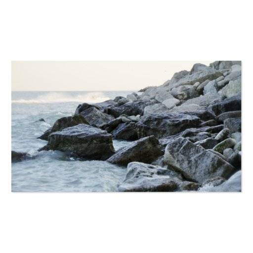 Ondas que golpean rocas grandes en la orilla plantillas de tarjetas de visita