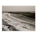 Ondas que se estrellan en la orilla, isla de tarjetas postales