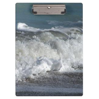 Ondas que se estrellan en la playa de la Florida