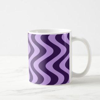 Ondas temblorosas (lila/violeta) taza básica blanca