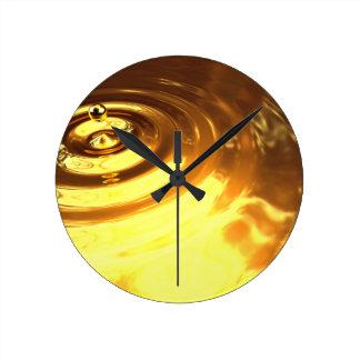 Ondulación del oro reloj de pared