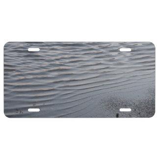 Ondulación urbana del agua del arte de los gris pl placa de matrícula